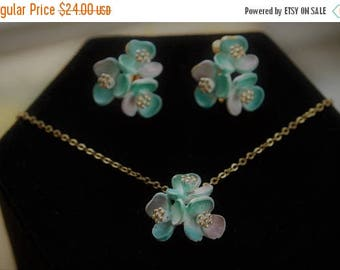"""On sale Soft Teal Green Floral Necklace Set, Clip Earrings, Vintage, Gold tone, 18"""" (E15)"""