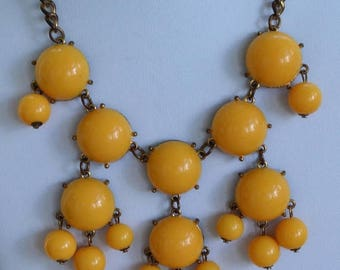"ON SALE Sunny Yellow Plastic Beaded Bib Necklace, Gold tone, Vintage, 17""-20"" (E17)"