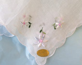 White Cotton Organza Handkerchief with Floral Embroidery Switzerland 1950's