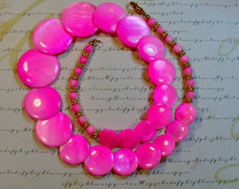 Hot Pink Bubbles-dyed graduated shell necklace, 20 3/4 inches or 52.5 cm