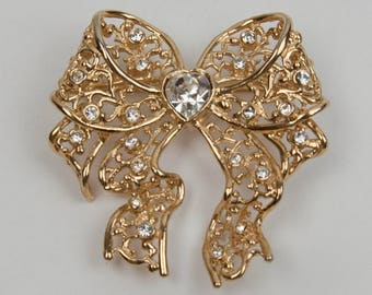 1980s Gold Plated Filigree Heart White Crystal Rhinestone Center Glass Bow Vintage Pin Brooch