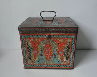 1920s Nabisco Uneeda Biscuit  Tin Box. Art Nouveau  Metal Box.