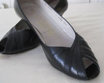 vintage Black Leather and Skin Peeptoe Pumps by Bruno Magli  size 10 1/2 narrow