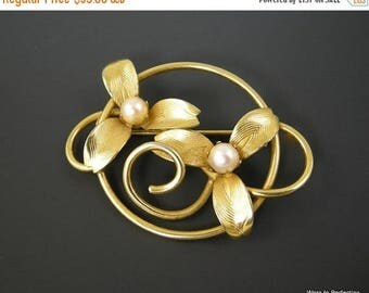 45% off Sale Vintage Flower Brooch with Gold Tone Finish and Faux Pearls