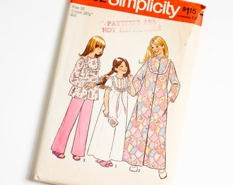 Vintage 1970s Girls Size 10 Robe, Nightgown and Pajamas Simplicity Sewing Pattern 7202 Complete / b28.5 w24.5
