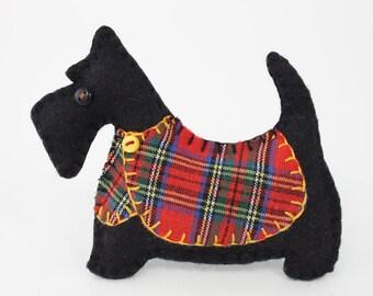 Scottie dog Christmas ornament, Felt dog ornament, Black Scottie dog decoration, Dog Christmas Ornament, Scottish terrier, tartan, Angus