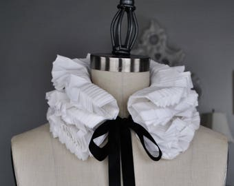 Reserved Hand pleated detachable collar and cuffs/Ruffled collar/High collar/Detachable collar/Black and White/Neck piece/ rusteam tt team