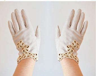 25% off Storewide // Vintage made in ITALY leather embroidered gloves