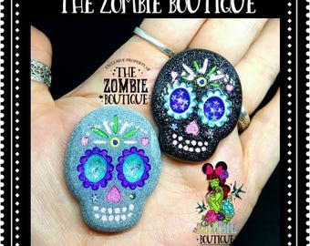Sugar skull day of the dead necklace or brooch pin