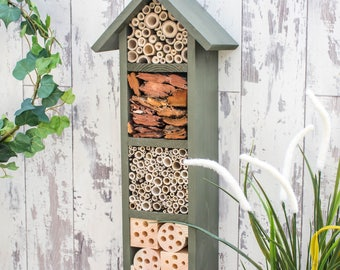 Four Tier Bee Hotel, in 'Old English'.