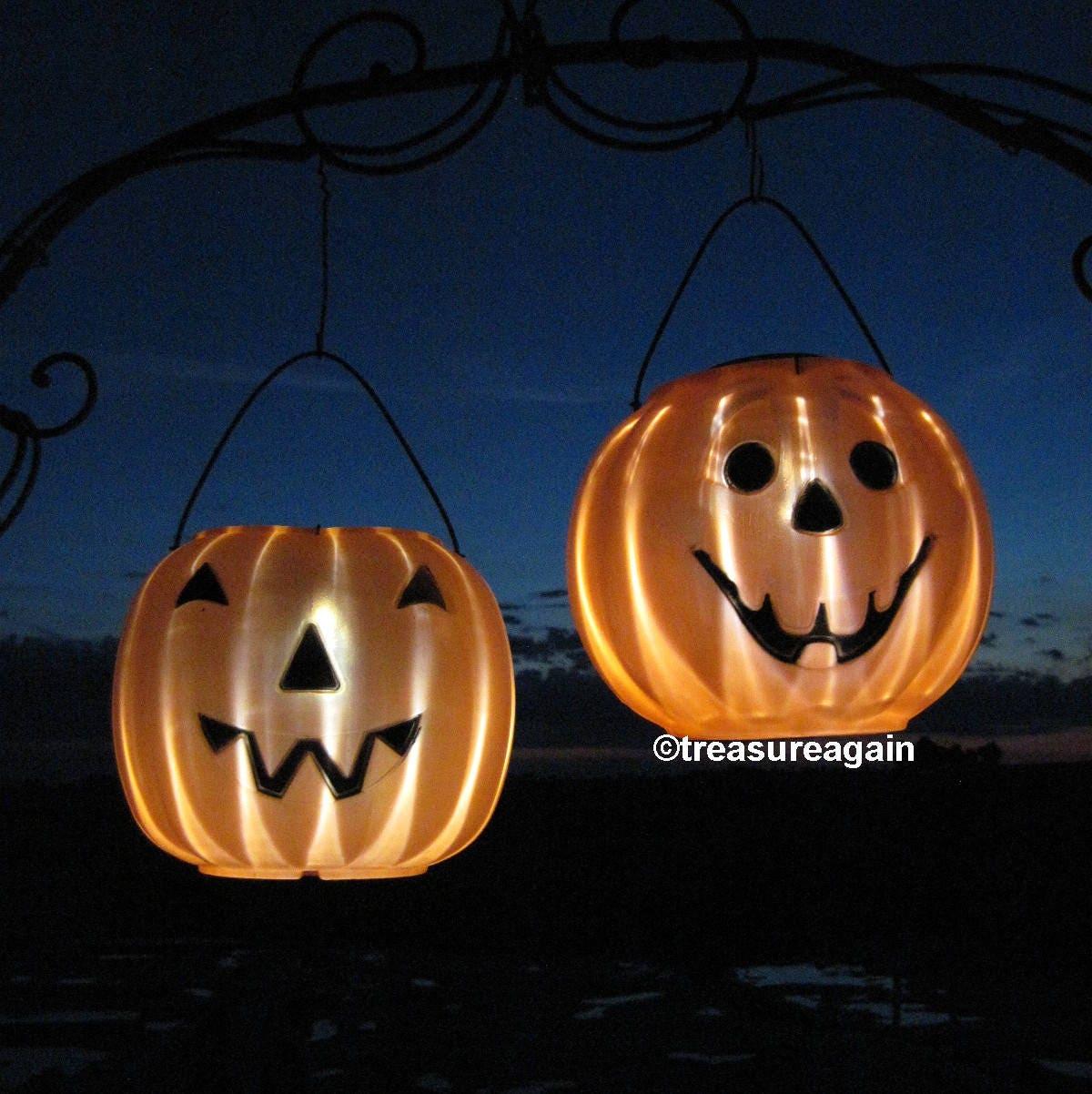 2 pumpkin solar lights halloween decor outdoor halloween yard. Black Bedroom Furniture Sets. Home Design Ideas
