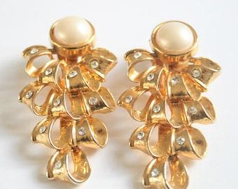 Vintage pearl earrings. Clip on earrings. Pearl and crystal earrings. Long earrings