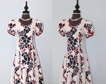 SALE Vintage Hawaiian Dress . Hawaii Floral Print Tropical Luau 4th of July Dress . Kawaii Muumuu Dress . Size Extra Small