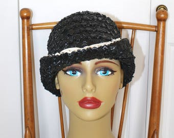 1950s Black Pillbox Hat . Vintage 50s 60s Black Woven Raffia Straw Bucket Hat by Betmar . Ivory Bow & Trim .
