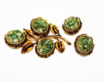Jade Chip Flowers Brooch & Earrings Set - Oval Shaped Flower with Green Jade Chips - Clip on Earrings - Vintage 1960's 1970's Garden Pin