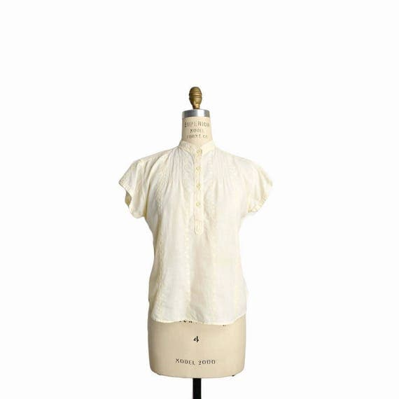 Vintage 70s Boho Embroidered Blouse in Ivory Cream / Cap Sleeve Cotton Top - women's small/medium