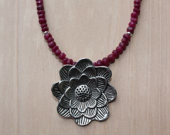 Malaysia Jade Necklace with Flower Pendant