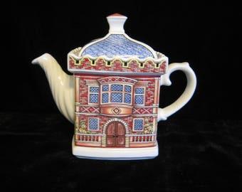 Sadler Teapot The Elizabethan House