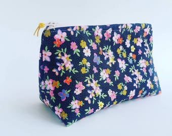 Medium Vintage Floral Bag, Pencil Case, Cosmetic Storage, Travel, Lined, Pouch, Gusset, Project Bag