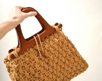 SALE 70s Vintage Beach Bag Basket Woven Tan Straw// Vintage Boho Bag Wood and Straw //  Oversized Large Purse Straw and Wood Tote