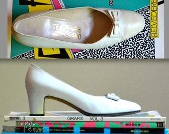 SALE Vintage Salvatore Ferragamo High Heel Shoes size 6 1/2// Vintage White Bow Heels size 6 1/2