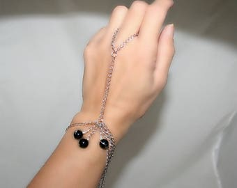 Ring bracelet with silver chain and onyx (m9a)