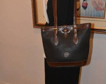Sizzling Summer Sale Dooney & Bourke~Dooney Bag~ Shoulder Bag~ USA Made Cross Body