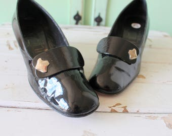 1960s PATENT LEATHER HEELS Hollywood Pumps..size 7.5 women.ladies. glam. heels. pumps. shoes. wedding. bride. holiday. mad men. fancy. party