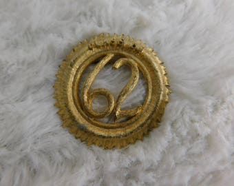 "Vintage Gold Tone Pin Or Brooch That Reads "" Class of 62 """