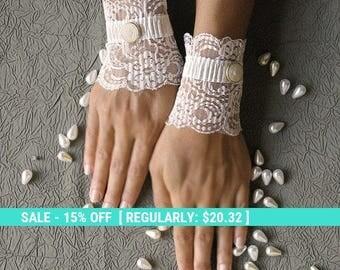 SUMMER SALE Bridal lace cuffs, wedding gloves, ivory short gloves, white lace gloves