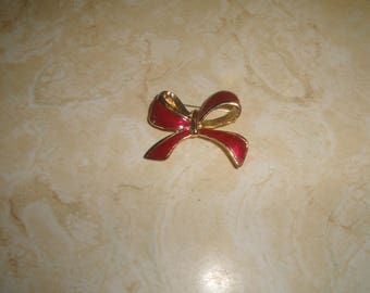 vintage pin brooch goldtone ribbon bow red enamel