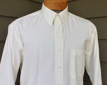 newer -Paul Stuart- Men's dress shirt. Pointy collar - Side seam gussets. Ecru Broadcloth - All Cotton - Pearl buttons. Large  16 x 33