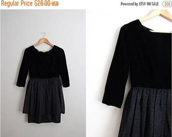 20% OFF SALE // 50s Black Lace Mini Dress / 1950s Party Dress / Prom Dress / Black Velvet Dress / Size XS/S