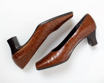 70s Brown Leather Shoes / Chunky Heel Leather Shoes / Low Heel Shoes / Minimalist Shoes / 60s / Vintage Shoes / Square Toe shoes / Size 7.5