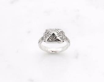 Pyramid ring - silver