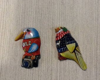 Pair tin litho bird pins 1960s made in Japan vacation birds