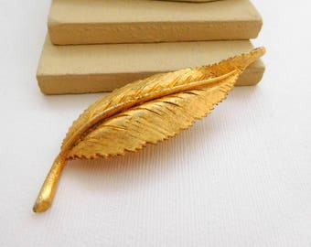 Vintage Signed BSK Large Curling Yellow Gold Tone Leaf Brooch Pin UU3
