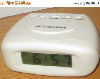 30% Off Clearance Sale Vintage Battery Operated Alarm Clock-Snooze Light