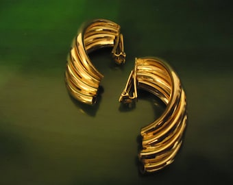 Vintage 1980s Gold Ribbed Design Earrings