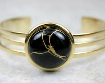 Kintsugi (kintsukuroi) cuff bracelet with black onyx stone cabochon with gold repair in a gold plated setting - OOAK
