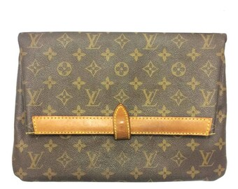 80's vintage Louis Vuitton monogram envelope style document portfolio purse. Unisex use for all generations. Eclair zipper.