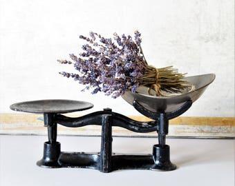 Vintage cast iron scale, vintage black cast iron scale, farmhouse decor, vintage kitchen scale