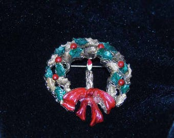 Vintage Gerry's Christmas wreath brooch Holly Berry