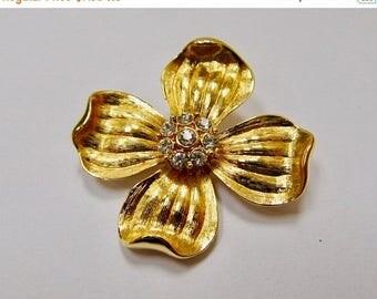 ON SALE Vintage Rhinestone Dogwood Flower Pin Item K # 3216