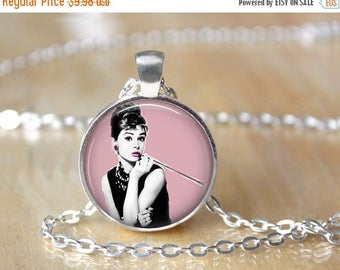 SUMMER SALE Audrey Hepburn Necklace - Holly Golightly - Breakfast at Tiffany's L34