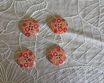 4 wooden buttons with small flowers