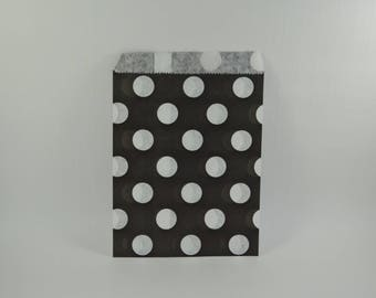 8 pattern with black dots paper bags