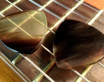 Set of 2 Buffalo Horn Picks - 1.25mm Traditional Tri Shape - Beautiful Feel & Sound - Acoustic Guitar, Mandolin, Ukulele