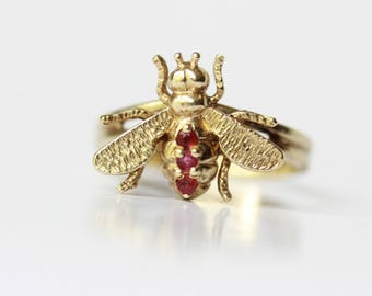 Antique Victorian era 14K/14 kt solid yellow gold and ruby bee insect finger ring, large