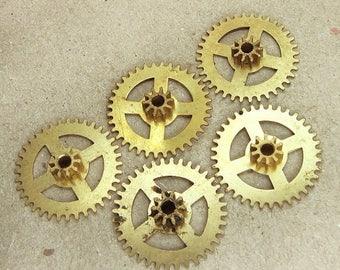 ON SALE Brass Clock Gears Wheels - Steampunk Jewelry Findings - set of 5 - G26